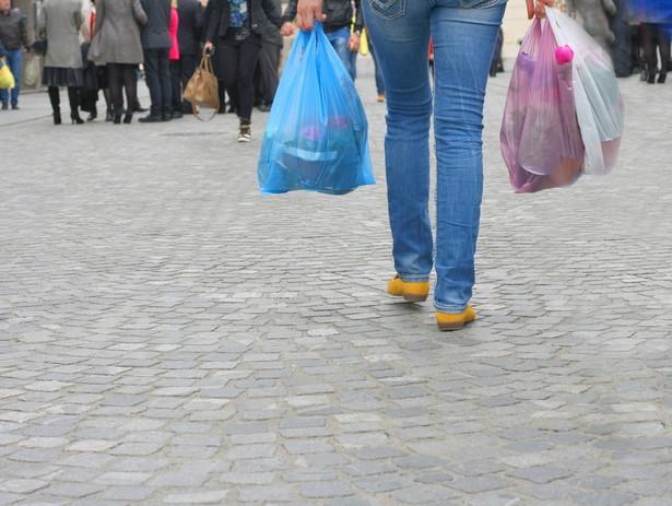Państwowa Inspekcja Pracy zapowiedziała, że będzie kontrolowała, czy np. sieci handlowe przestrzegają przepisów dot. ograniczenia handlu w niedziele