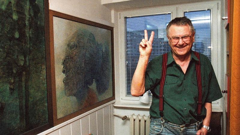 Zdzisław Beksiński w swoim mieszkaniu (fot. Tomasz Wierzejski/FOTONOVA)
