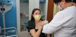 Szpital ICZMP zorganizował szczepienie przeciw covid19 na wakacje w IV Liceum Ogólnokształcącym w Łodzi