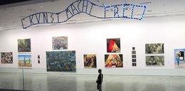 """""""Kunst macht frei""""? Internauci oburzeni kontrowersyjnym dziełem"""