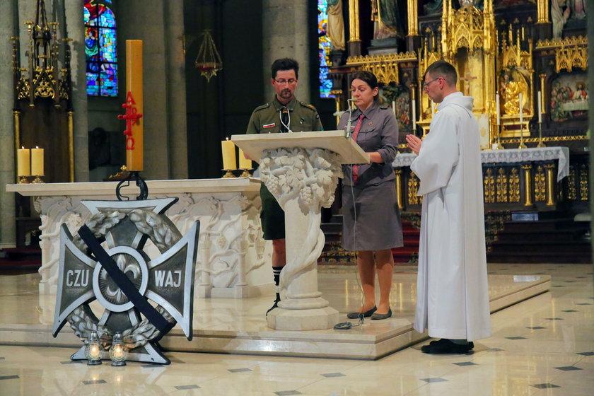Msza w intencji zmarłych harcerek w łódzkiej katedrze