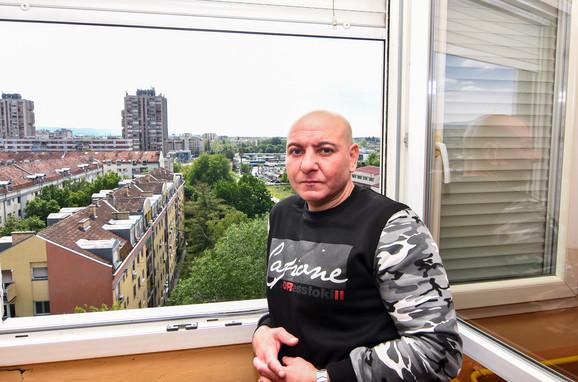 Stevica Nikolić je upucan na prozoru svog stana