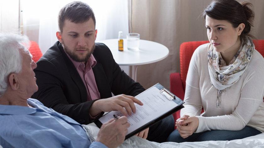 Darowizna, testament, czy umowa o dożywocie - co będzie najkorzystniejsze?