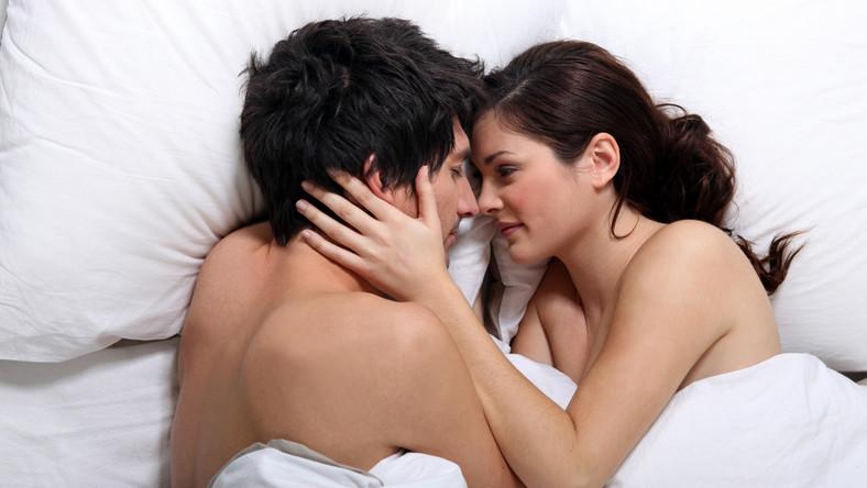 Jak Polacy rozmawiają o seksie?