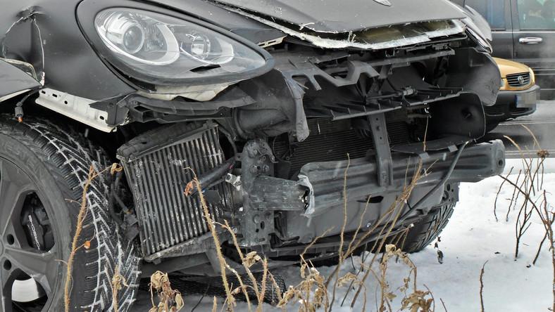 Piosenkarka Marina Łuczenko siedząc za kierownicą porsche swojego narzeczonego zderzyła się z volkswagenem w centrum Warszawy - donosi Radio Zet...