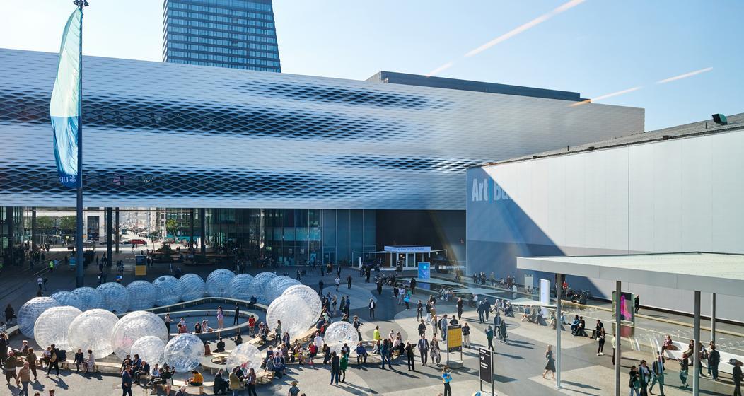Art Basel 2021: Die Messe lockt das Publikum auch dieses Jahr mit grosser, augenfälliger Kunst an.