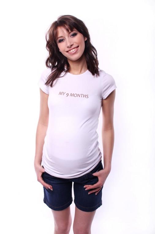 T-shirt i krótkie dżinsy to idealny strój na wakacyjne upały