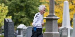 Emeryt trenuje na cmentarzu i bije rekordy świata