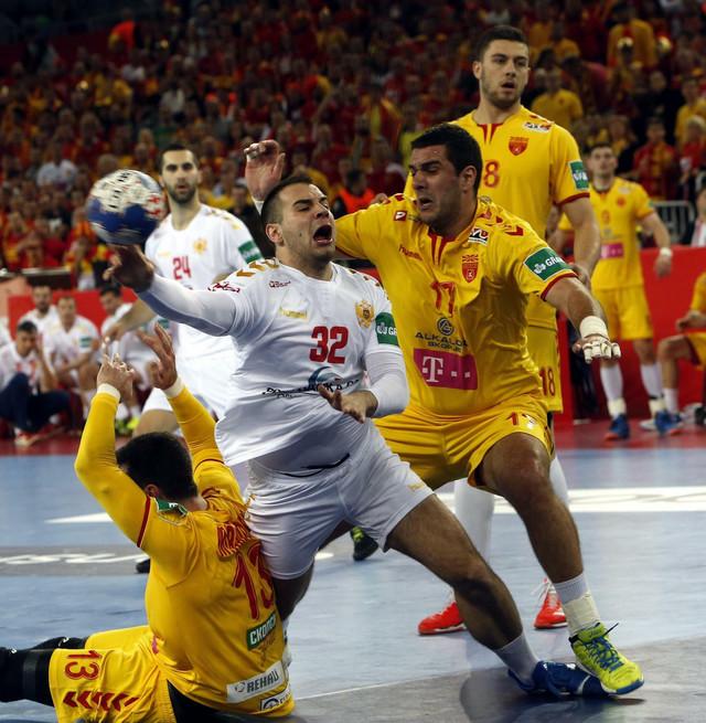 Rukometni reprezentativac Crne Gore Božo Anđelić na meču sa Makedonijom