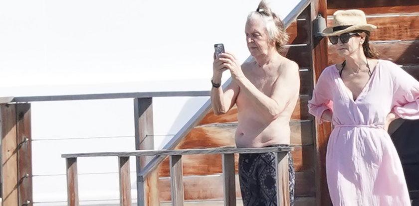 Tak dzisiaj wygląda Paul McCartney. Co za fikuśna fryzura!