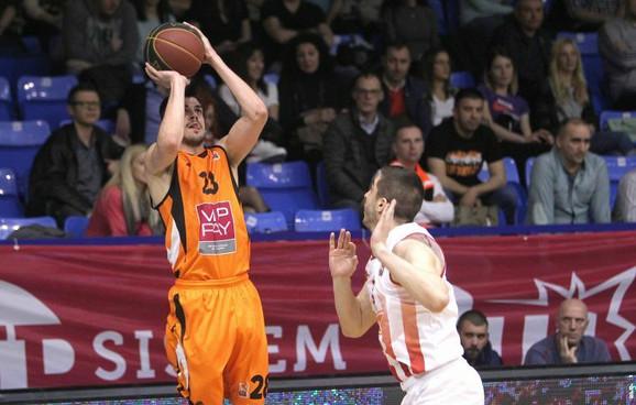 Andreja Stevanović je postigao 15 poena za Dinamik
