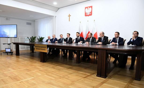 Przyszły wiceprezydent Warszawy Paweł Rabiej potwierdził w czwartek, że w stołecznym ratuszu będzie odpowiadał za kwestie reprywatyzacyjne. Poinformował też PAP, że zamierza w związku z tym zrezygnować z prac w komisji weryfikacyjnej ds. reprywatyzacji.