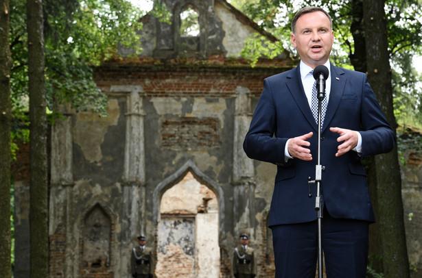 Prezydent Andrzej Duda w wiosce Ołyka na Ukrainie.