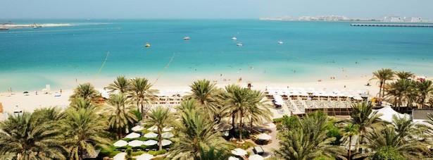 Jumeirah - jedna z najlepszych dzielnic w Dubaju. Skupisko wielu luksusowych hoteli, które są położone nad samych brzegiem Zatoki Perskiej, przy pięknej piaszczystej plaży.