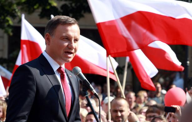 Prezydent Andrzej Duda podczas spotkania z mieszkańcami na pl. Krzysztofa Kamila Baczyńskiego w Tychach