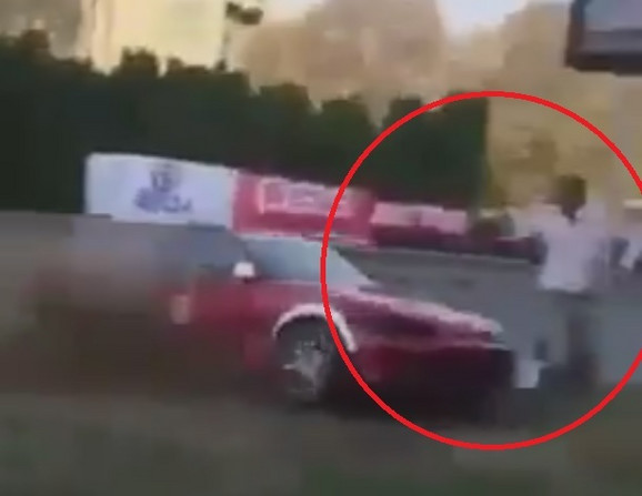 Trenutak kada Brkićevo vozilo udara Dimuševskog