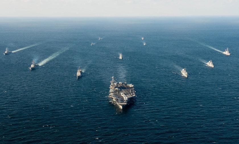 Lotniskowcowa grupa uderzeniowa US Navy - zdjęcie ilustracyjne