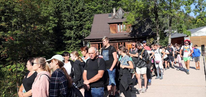 Tłumy turystów w Zakopanem i nad Bałtykiem. Polacy chwytają słońce w ostatni ciepły weekend [ZDJĘCIA]