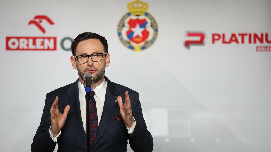 Prezes PKN Orlen Daniel Obajtek podczas ogłaszania współpracy z Wisłą Kraków
