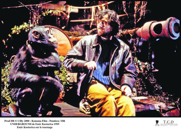 Kusturica sa majmunom na snimanju Undergraunda