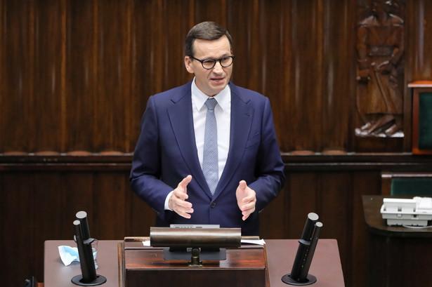 Premier Mateusz Morawiecki przemawia na sali obrad w Sejmie