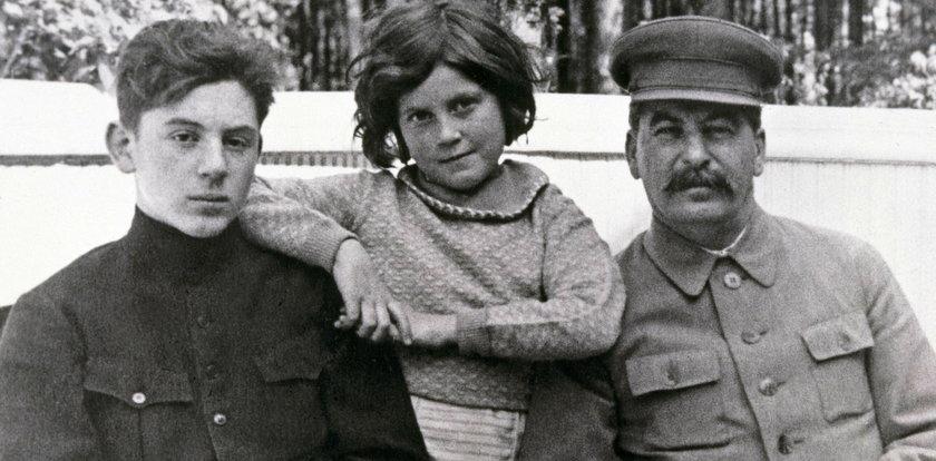 Straszny los dzieci Józefa Stalina. Krwawy dyktator był okrutnym ojcem. Serce miękło mu tylko w jednym przypadku