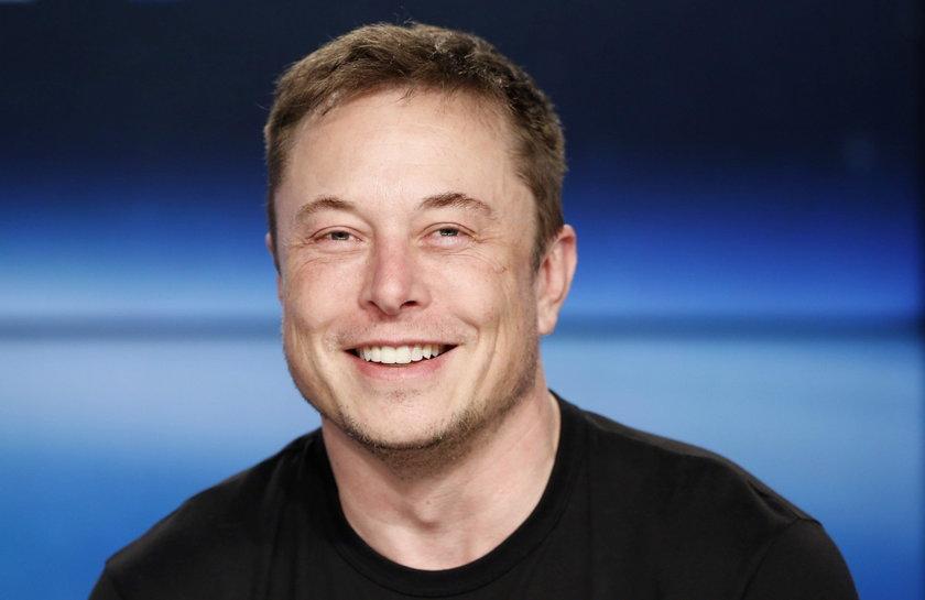 Ten człowiek pisze historię! Musk wysłał w kosmos... kabriolet!