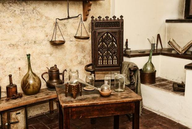 W kamienicy alchemika Michała Sędziwoja