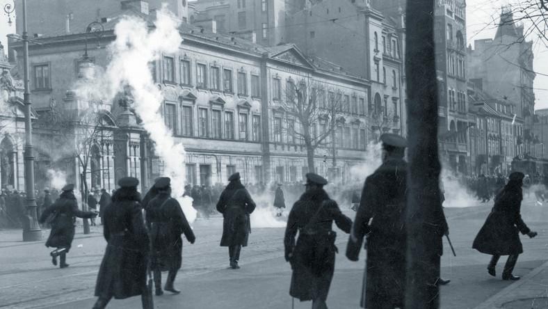 Rozpędzanie demonstracji studentów w Warszawie, 1931 r.