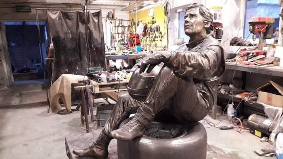 Pomnik Ayrtona Senny