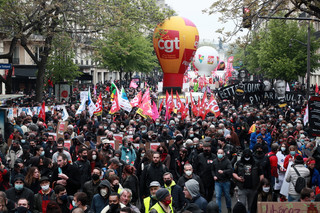 Liczne manifestacje na 1 maja we Francji. Le Pen ogłasza początek kampanii