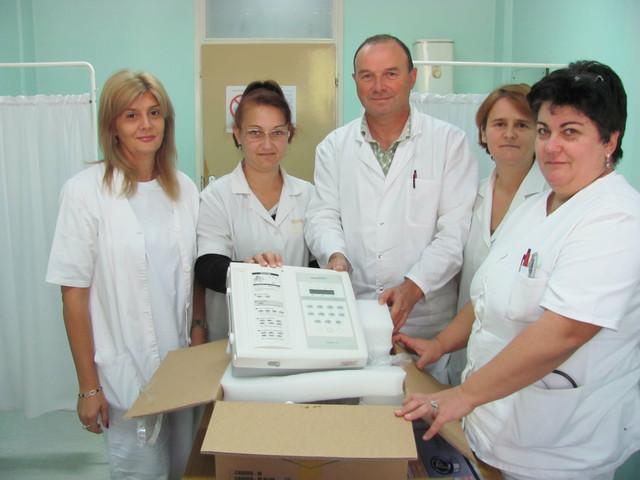 Dr Nataša Milosavljević sa kolegama iz optšeg sektora i sa EKG