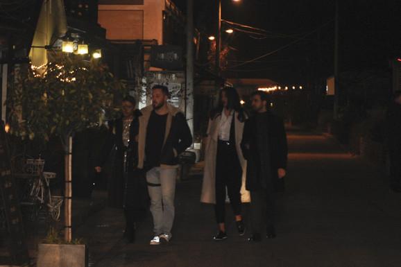 Milica, Petar, Stevan i Nataša dolaze u lokal