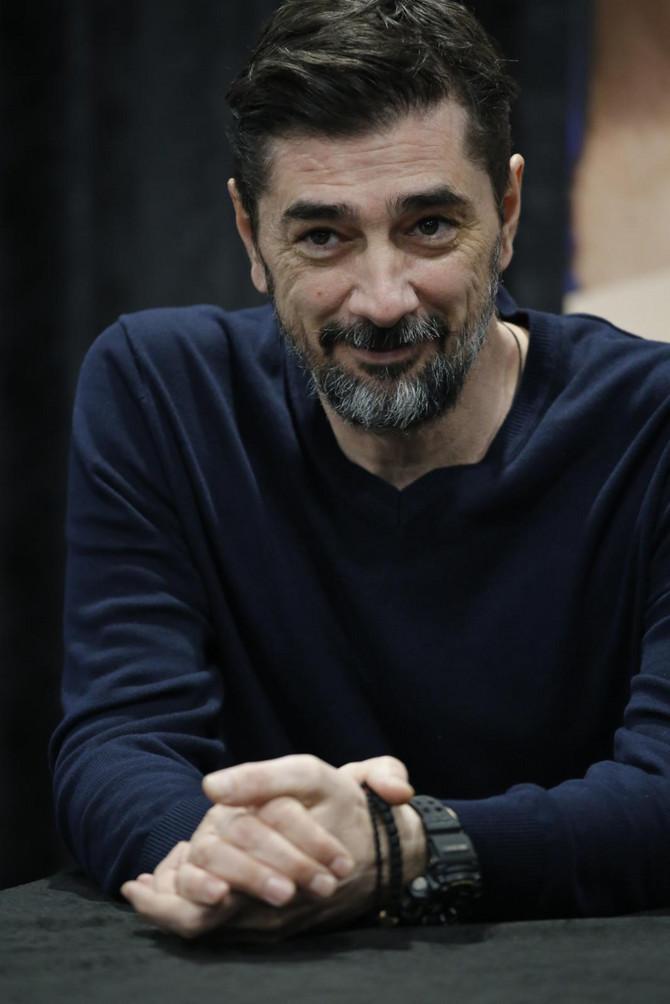 Vojin danas na konferenciji: glumac je vidno smršao, komentariše se da sjajno izgleda