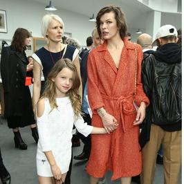 Córka Milli Jovovich to cała mama!