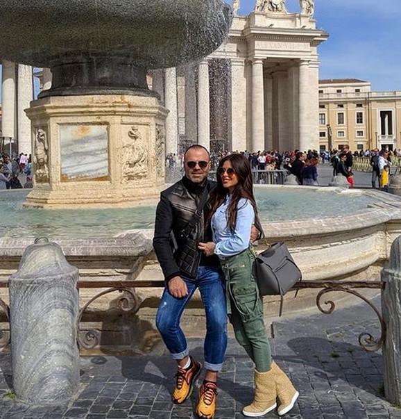 OTIŠLI IZ BEOGRADA Ana Sević sa dečkom na romantičnom putovanju, uživa u njegovom zagrljaju