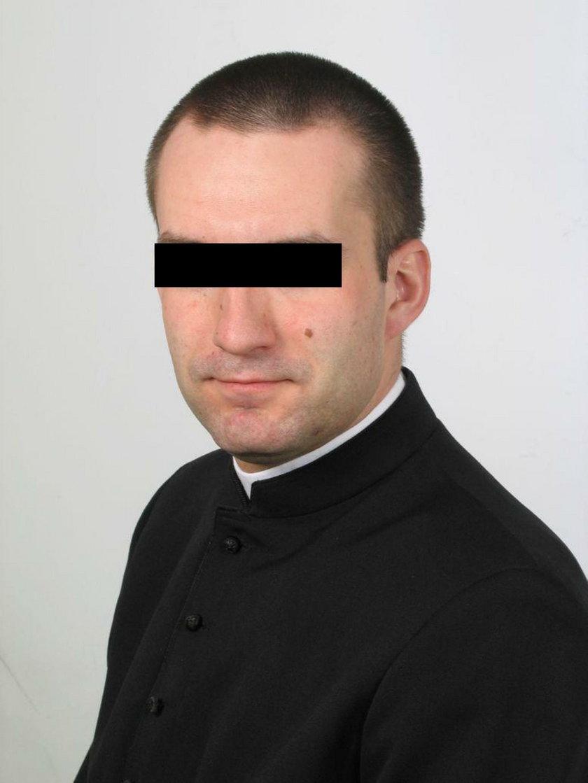 Ksiądz Roman uwięził i gwałcił 13-letnią Kasię. W internecie szuka nowych ofiar?