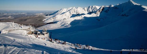 Zakopane jest największym ośrodkiem miejskim w bezpośrednim otoczeniu Tatr, dużym ośrodkiem sportów zimowych, od dawna nazywane nieformalnie zimową stolicą Polski.