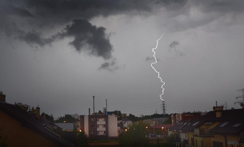 IMGW ostrzega przed burzami w środę.