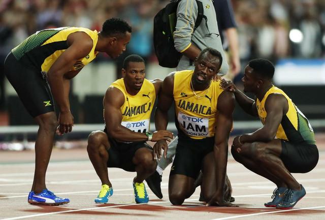 Jusein Bolt sa kolegama iz reprezentacije