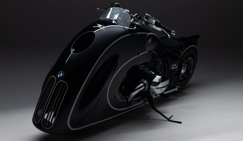 "BMW R 18 ""Spirit of Passion""  – motocykl dla Batmana?"