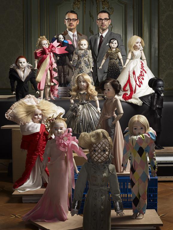 Rolf Snoren i Viktor Horsting sa minijaturnim modelima svojih kreacija