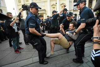 Zieliński o miesięcznicy smoleńskiej: Wszyscy muszą przestrzegać prawa
