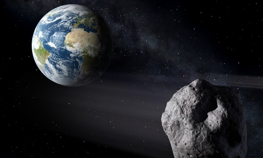 Nadlatuje asteroida