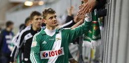 Piłkarz cieszy się z wyjazdu z Polski