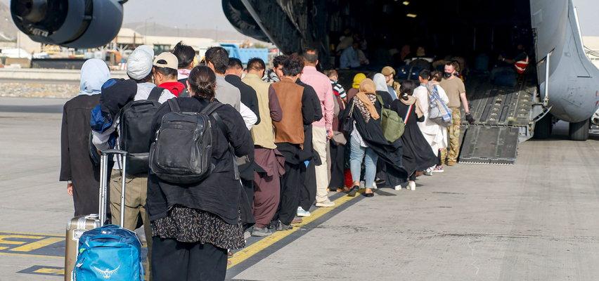 Większość Polaków jest przeciwna przyjmowaniu uchodźców i migrantów