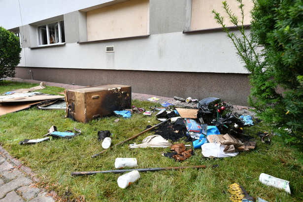 Podpalony budynek Powiatowej Stacji Sanitarno-Epidemiologicznej przy ulicy Peowiaków w Zamościu