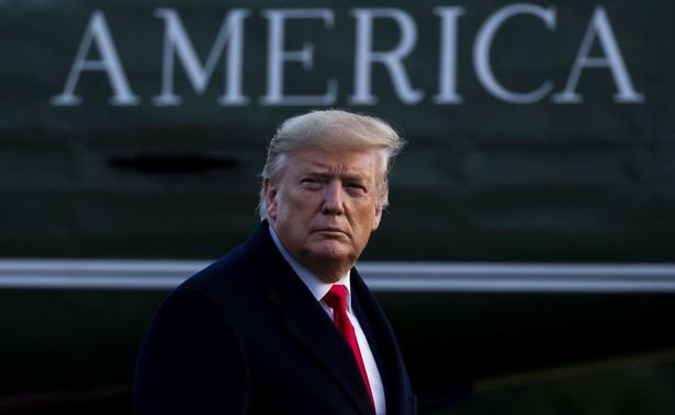"""Trump zdementował w piątek jako """"fałszywe"""" krążące w Waszyngtonie pogłoski, że kolejnym członkiem jego administracji do zwolnienia jest p. o. szefa personelu Białego Domu Mick Mulvaney"""