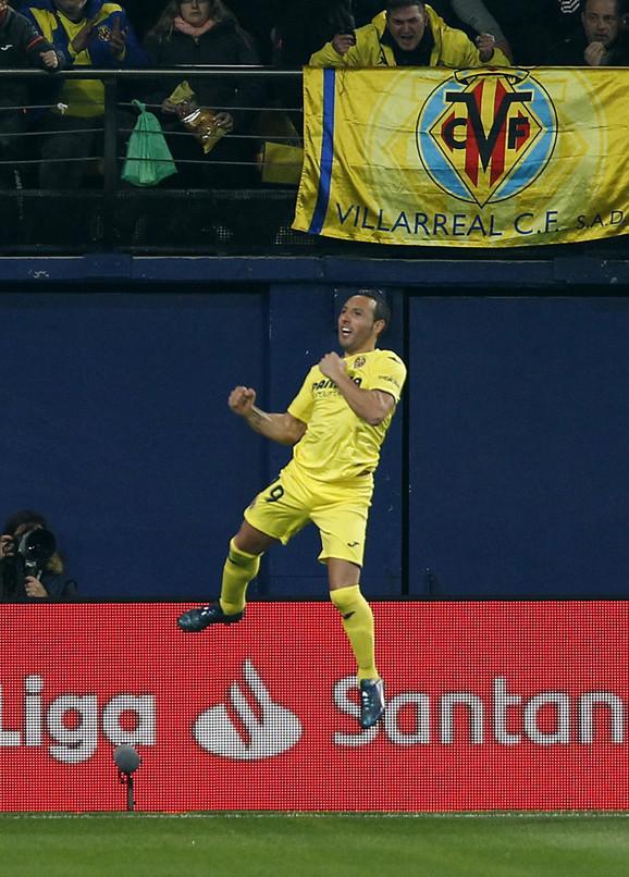 Santi Kazorla slavi pogodak protiv Real Madrida
