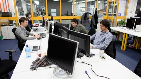 Startupy często pracują w centrach coworkingowych, w których znajduje się naraz kilka zespołów